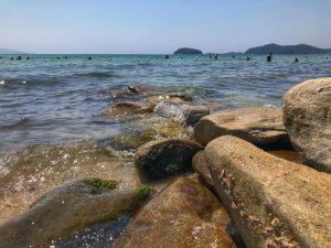 плаж-навагос-палио-кавала-камъни-морски-таралежи